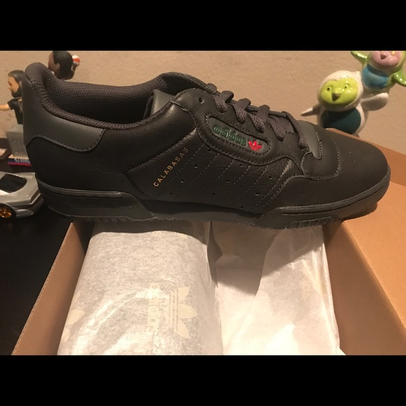 Adidas zapatos Yeezy powerphase poshmark negro tamaño 105